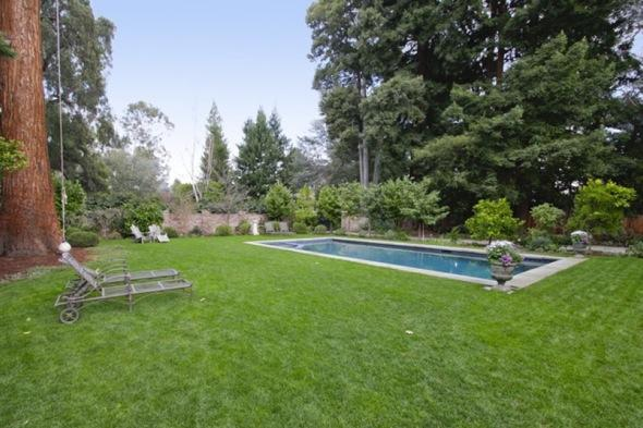 http://3.bp.blogspot.com/-QT0fLa0BiY8/TcUriyVBMkI/AAAAAAAAAEA/2Czh6kB0_xM/s1600/Mark-zuckerberg-7-million+home+backyard.jpg