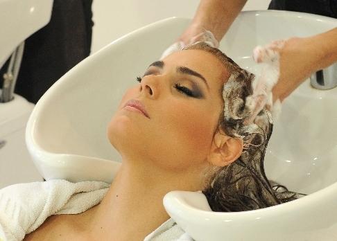 La alopecia por las partes sobre la cabeza