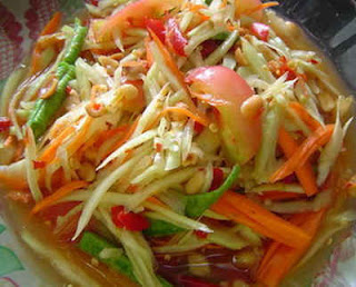 SPICY PRAWN AND RAW PAPAYA SALAD