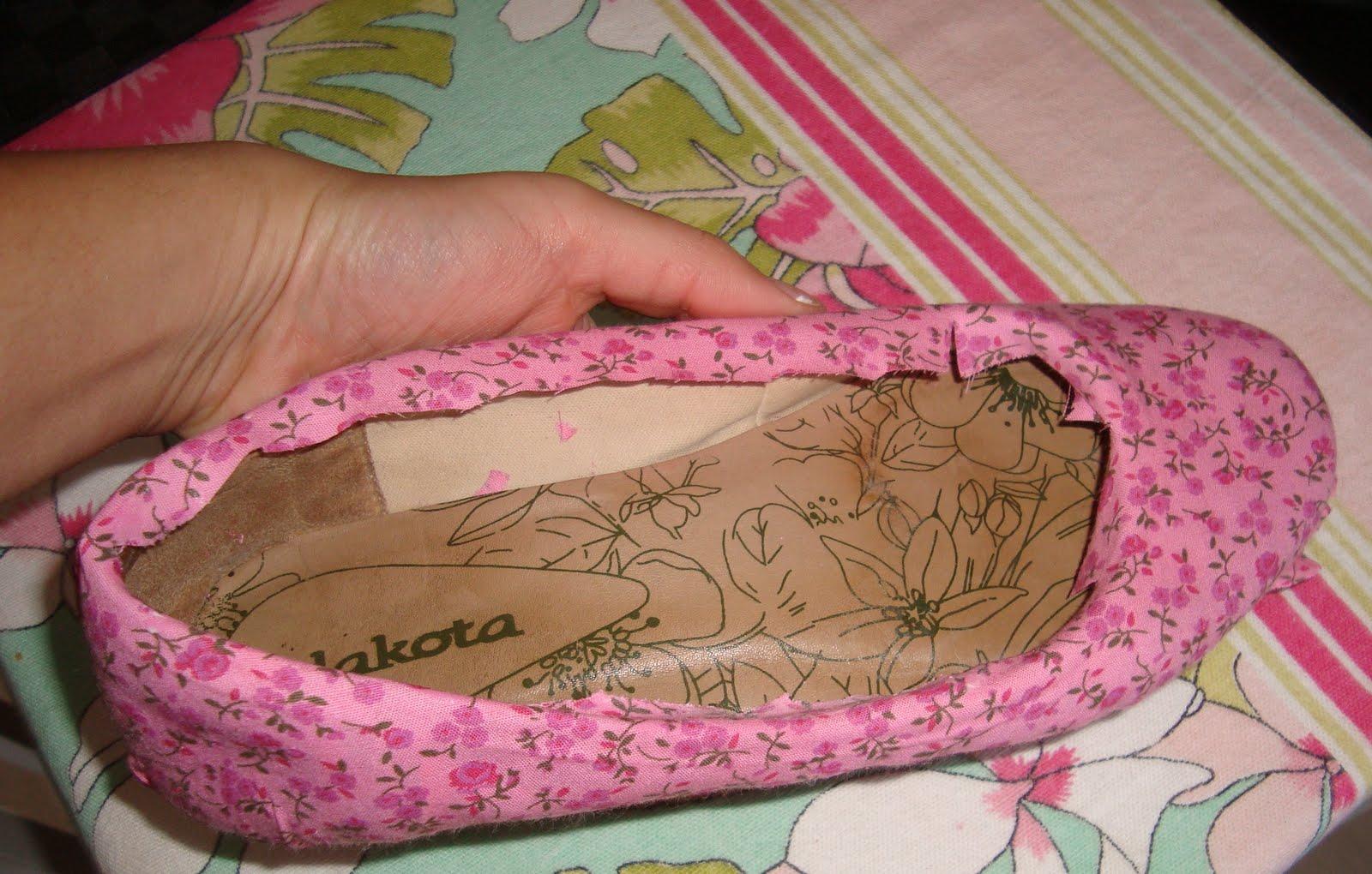 Papel De Parede Adesivo Herois ~ Como renovar uma sapatilha usando tecido u2013 Passo a passo! Artesanatos