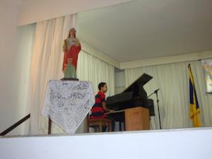 Marlon  Castro   ao  piano