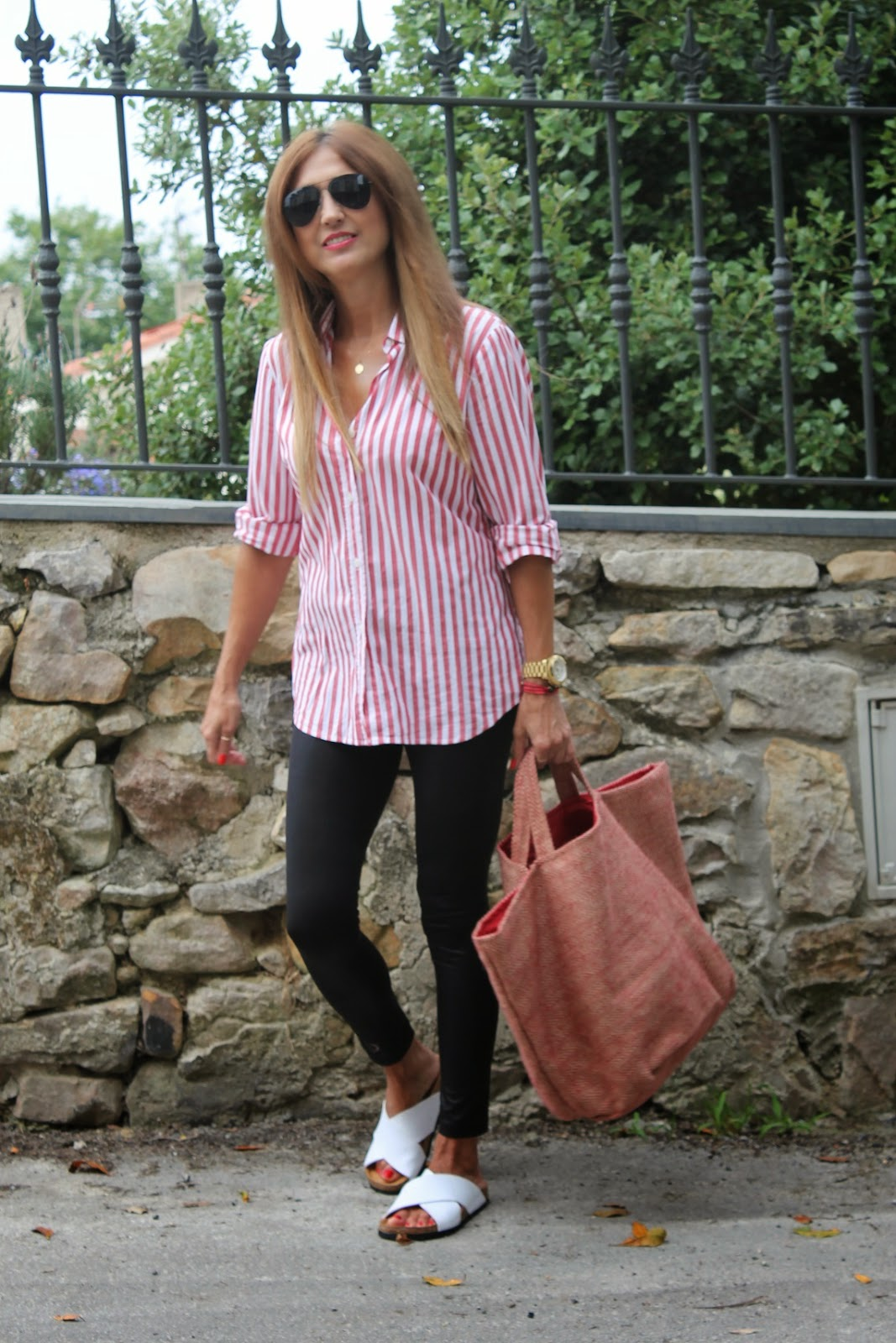 Look, Rayas, Shirt, Leggins, Bag, Sandals, look con bolso Telva, Carmen Hummer, Lifestyle