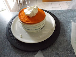 mon rainbow cake prend forme