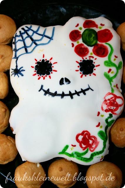 Hello Kitty Kuchen für Halloween