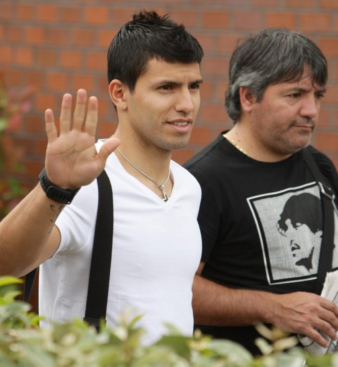 Aguero leaves hospital in Manchester, after City medical.