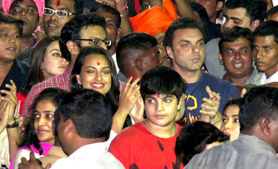 Sonakshi at Salman Khan's Ganpati visarjan stills
