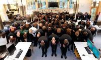 """La redacción de """"Financial Times Alemania"""" cierra y pide perdón con una impactante foto"""