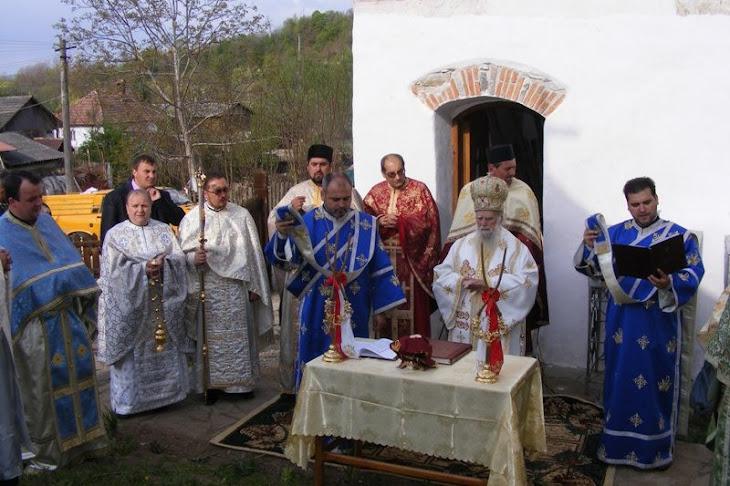 Printre cei ce slujeau în acea zi: PC Părinte Mureșan Victor-Ovidiu și PC Pr Gheorghe Viezuianu