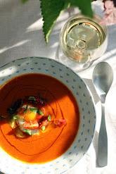 Tomaattikeitto burratalla