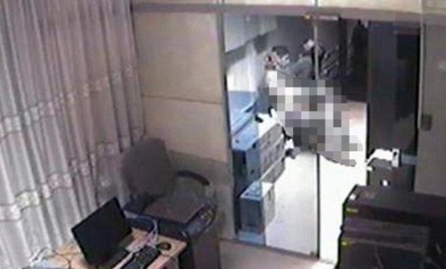 Kakitangan kerajaan didakwa kerana lakukan seks dalam pejabat
