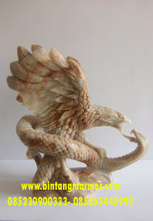 Patung Onix Garuda Tarung dengan Cobra