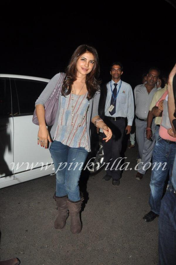 Priyanka Chopra casual jeans -  Priyanka Chopra Airport pic- leaving for brothers graduation