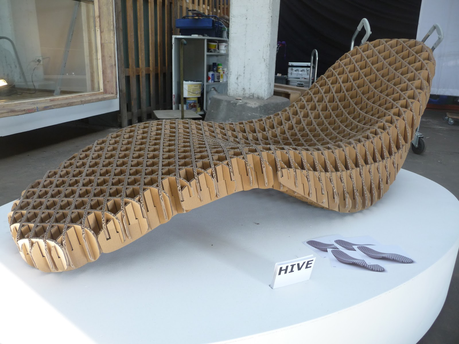 Responsive design blog hive cardboard chaise study for Chaise design eams