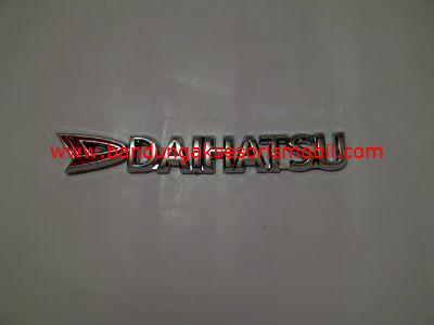 Emblem Tulisan Daihatsu Merah Chrome