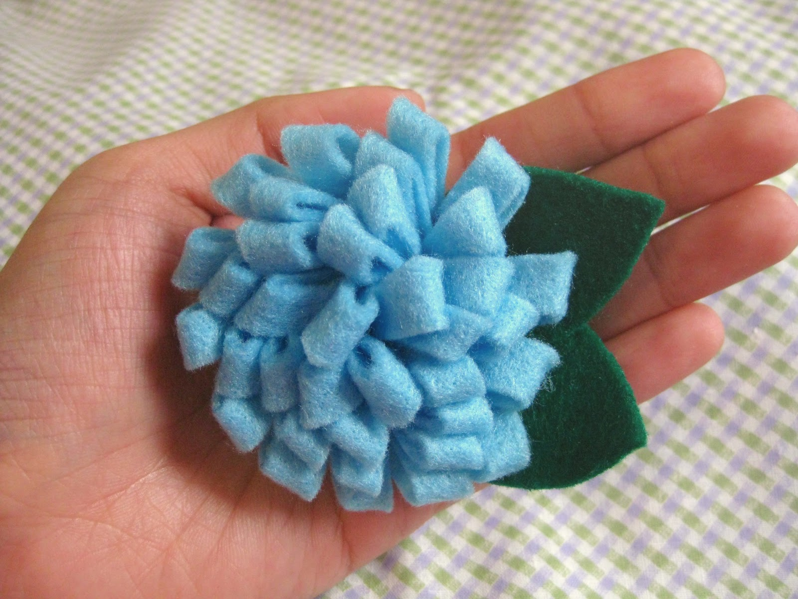 because she started knitting: DIY: Felt flower brooch (and ...