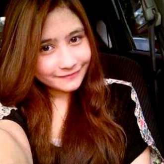 Prilly Latuconsina Selfie
