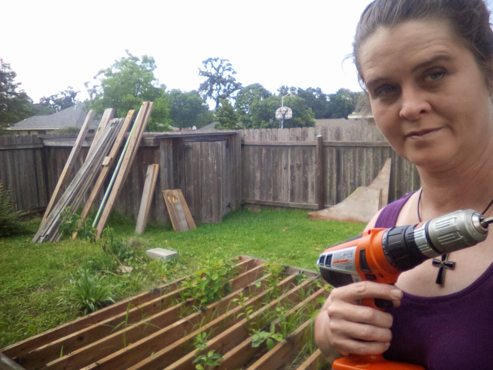 http://3.bp.blogspot.com/-QWnZPUKcmjo/U5JSeQE4v3I/AAAAAAAADmE/JaO8pYcuac4/s1600/GARDEN_making+raised+gardens+4x4,+May+31,+2014+(9).jpg.jpg