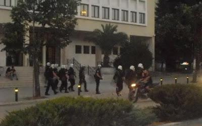 Επεισόδια στη διαδήλωση υπέρ του «ΝΑΙ» στα Ιωάννινα-Επίθεση στον περιφερειάρχη
