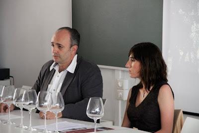 Maite Sánchez (Enóloga) y Álvaro García de Oteyza (Director Comercial) de Bodegas Arrayan