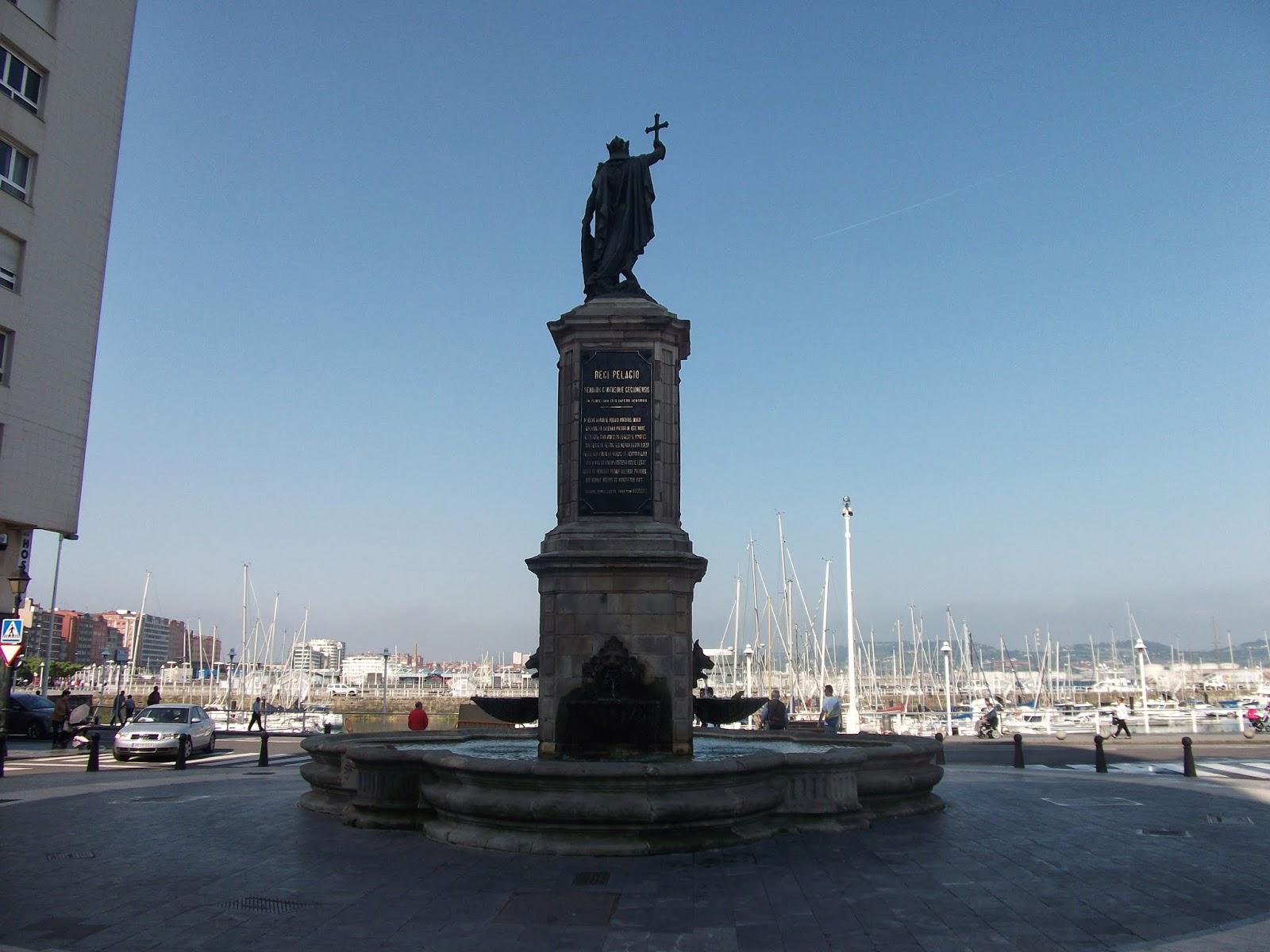 gijon asturias fuente estatua pelayo