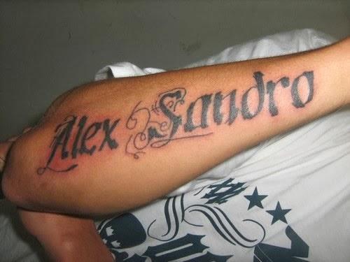 Tatuagem de nome antebraço