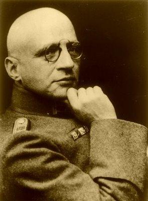 fritz haber and alfred nobel Fritz haber (9 tháng 12 năm 1868 – 29 tháng 1 năm 1934) là một nhà hóa học đức, người được nhận giải nobel hóa học vào năm 1918 cho những cống hiến của ông trong việc phát triển phương thức tổng hợp amonia, đóng vai trò quan trọng cho tổng hợp phân bón và chất nổ.