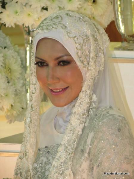 Tahniah buat Zakiah Anas dan pasangan, kami akan kemaskini maklumat