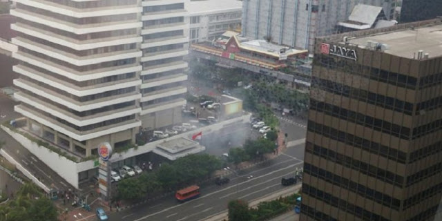 Video Detik-Detik Meledaknya Bom di Sarinah