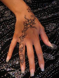 hennas zīmējumi