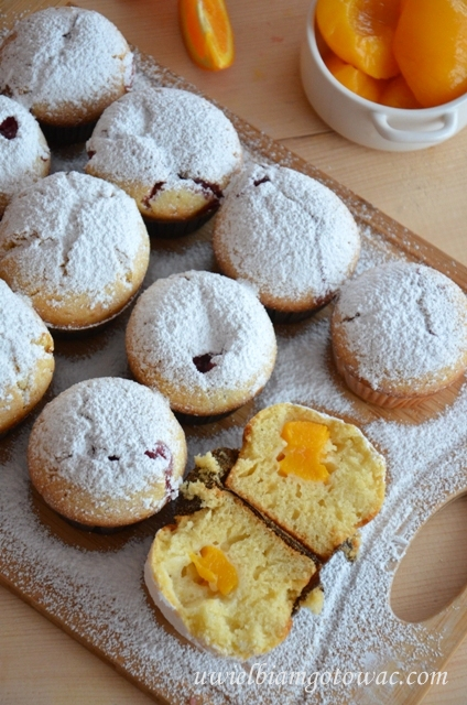 Jogurtowe muffinki z brzoskwiniami