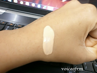 REVLON Touch and Glow Moisturizing Makeup Swatch
