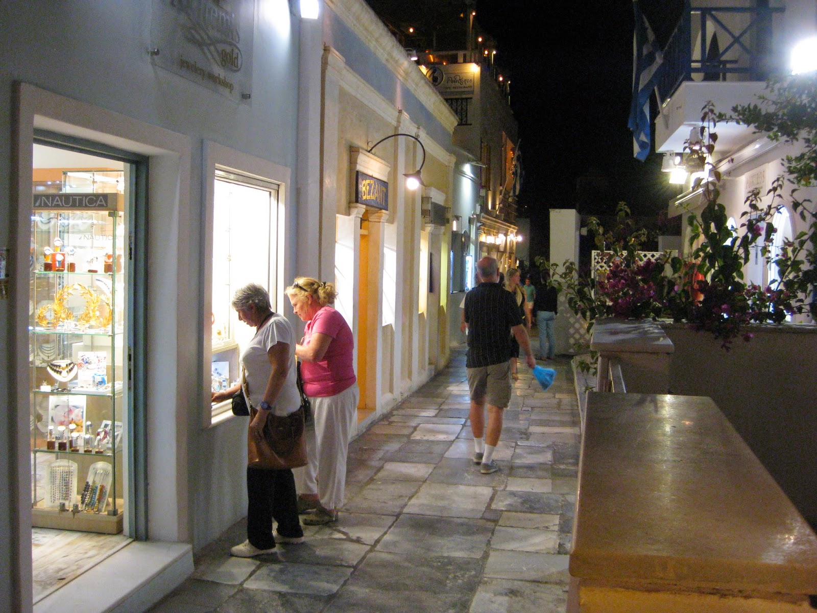 Santorini - Shops and restaurants along the main walk way in Oia