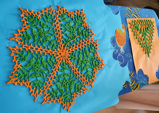 Салфетка «Бабье лето» и исходный треугольник на блокировке