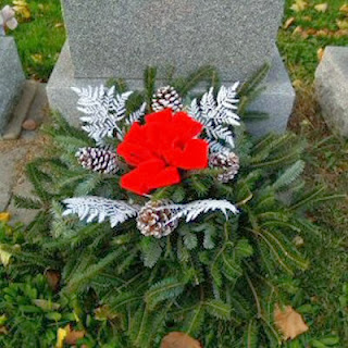 Order Fresh Christmas Grave Decorations