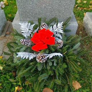 Order Fresh Christmas Grave Decorations