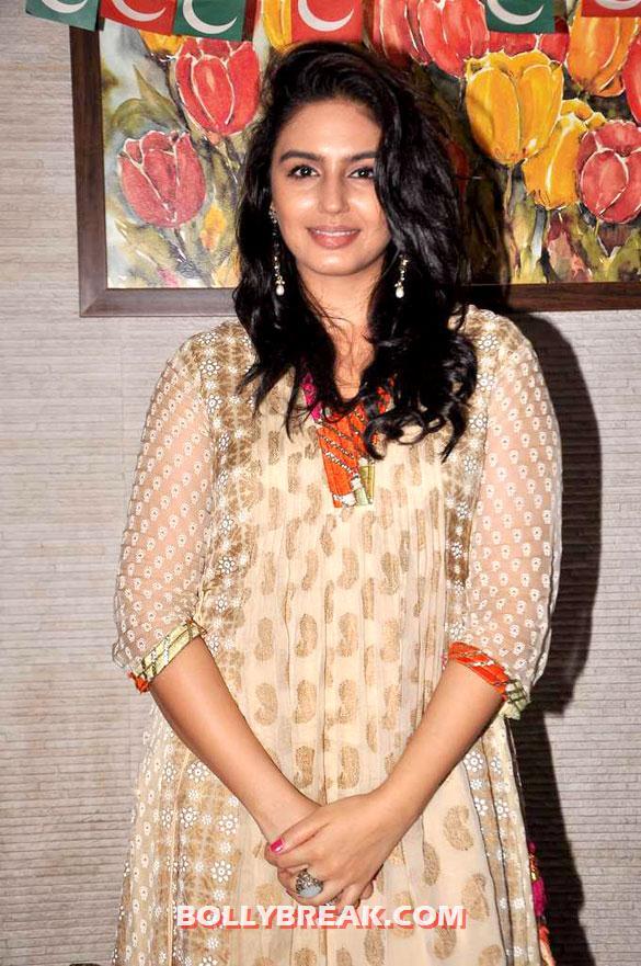 , Anurita Jha,huma Qureshi,richa Chadda At Iftaar Party