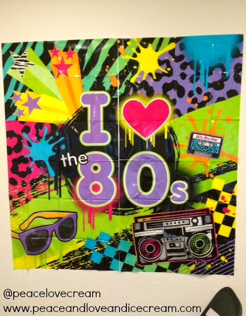 neon colors, decorate to throw an awesome 80s bash