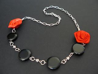 biżuteria z półfabrykatów - onyks i róże (korale)