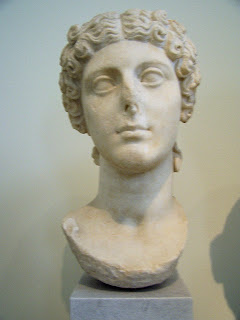 Iulia Vipsania Agripina, Agripinila o Agripina Minor -  a.  15 d.C.-59 d (4)