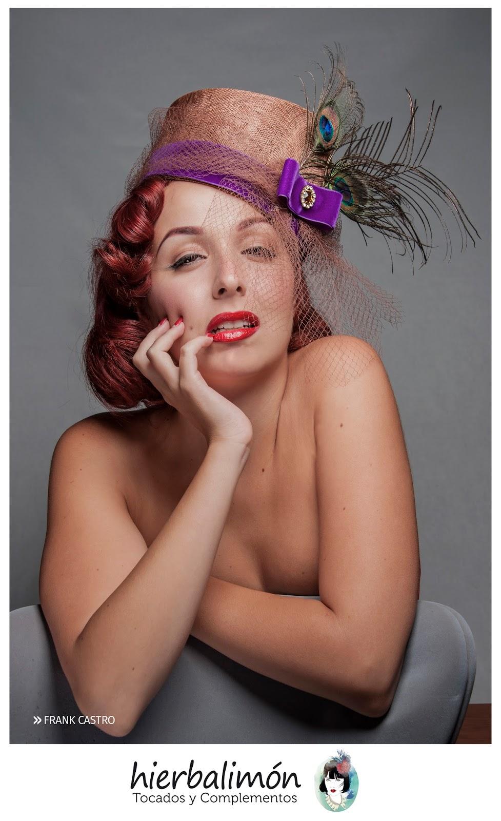 siguiendo con la lnea pinup les dejo este sombrero muy femenino y delicado de copa alta y recta con pluma de pavo real y redecilla