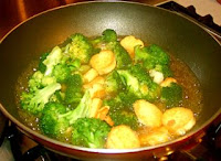 Chinese vegetarian recipe with tofu and broccoli