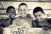 """Fotógrafa Mariana Revelles retrata o dia a dia de meninos de Jaconé na exposição """"Transparente"""""""