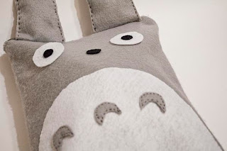 http://www.thesingingsunflower.com/2012/05/diy-totoro-laptopipad-bag.html