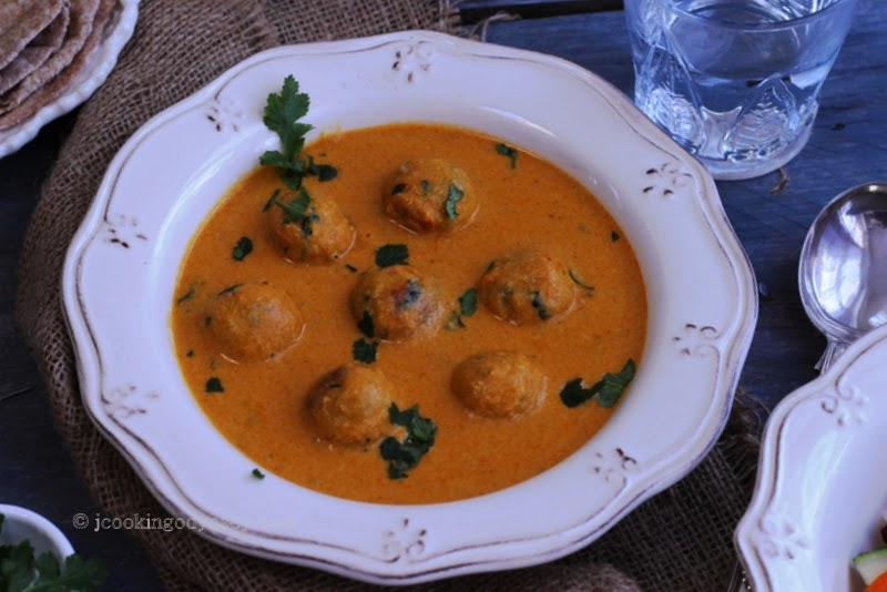 Jagruti's Cooking Odyssey: Vegan Sweet Potato and Tofu Kofta Curry !