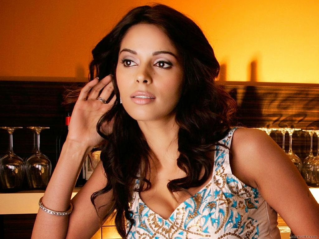 Bollywood actress sexy mallika sherawat hot wallpapers