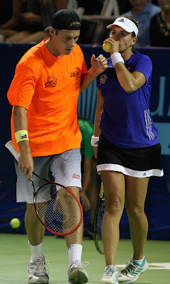 Mixed doubles pair lifts Dream to WTT win again