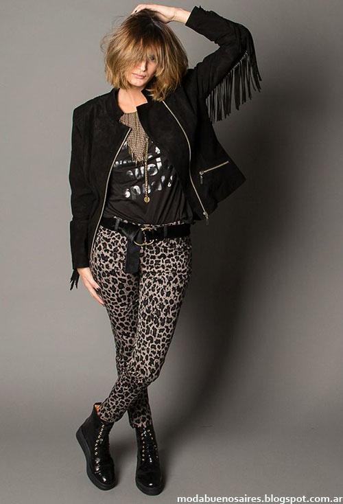 Look: Pantalón animal print, campera con cierres y remera con inscripción. Básico casual urbano. Temporada: Moda invierno 2015. Marca: Marcela Pagella.