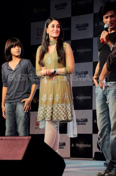 Kareena Kapoor1 - Kareena Kapoor With SRK RA.One Promotion - Latest
