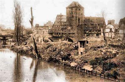Ciudad medieval de Núremberg después del bombardeo aliado (Enero 1945)