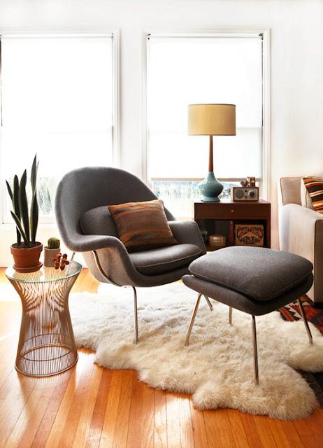 Eero Saarinen Womb Chair mit Platner Tisch, beides Knoll International